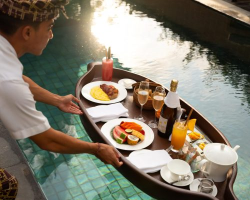 Five Fantastic Floating Feasts to Fantasize About - TRAVELINDEX